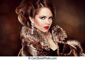 Luxury girl. Beautiful Woman wearing in Luxury Fur Coat. Jewelry and Fashion