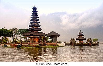 Temple Pura Ulun Danu Bratan, Bali - Famouse Hindu -...