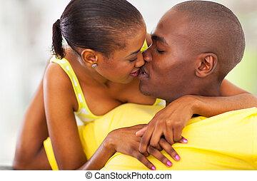 joven, Afro, norteamericano, pareja, Besar