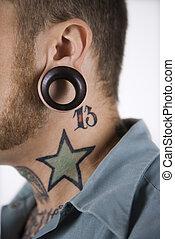 hombre, tatuajes, piercings