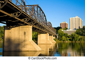 Old Traffic Bridge - The old Victoria Bridge over the South...