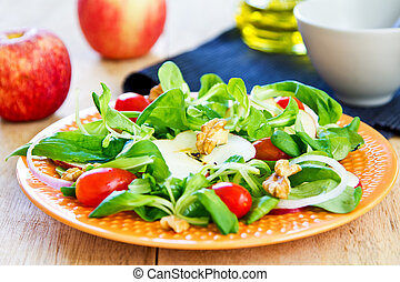 Macirc;che with Apple and Walnut salad - Mâche with Apple...