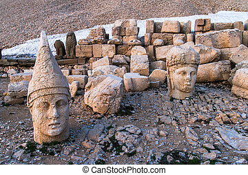 Heads on Nemrut Mountain - Stone heads of the gods of the...