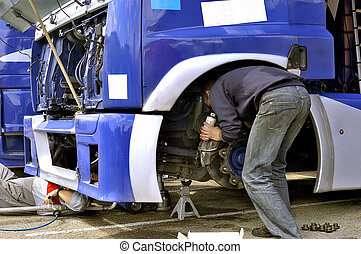 mechanical assistance of a truck of race