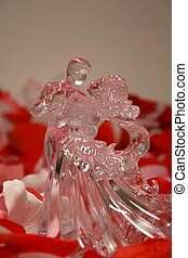 Glass love - A beautiful dancing glass figurine wedding cake...