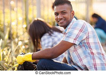 Adolescente, voluntarios, limpieza, calles
