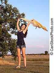 feliz, mujer, viento
