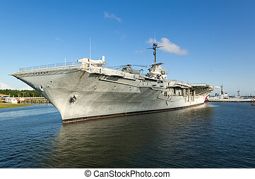 USS Yorktown - The World War II era aircraft carrier USS...