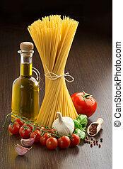 macarronada, tomates, azeitona, óleo, alho,...