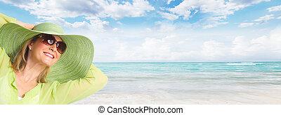 3º edad, mujer, Llevando, gafas de sol, sombrero