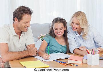 ajudando, pais, filha, dever casa, dela