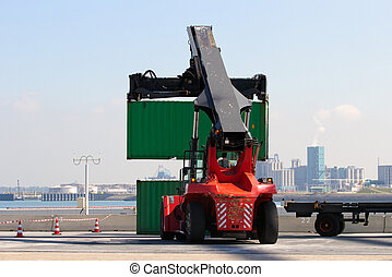 Container handler - Mobile container handler in action at a...
