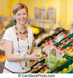 mujer, relleno, plástico, bolsa, con, manzanas, en,...