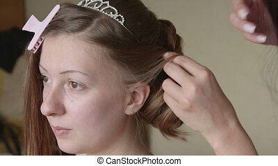 Making bridal hairstyle - Hairdresser preparing young bride...