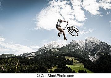 Biker, pulos, alto, stunt, montanhas, costas