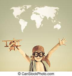 Feliz, criança, tocando, brinquedo, avião