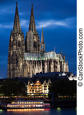 Dom in Cologne at night - Dom in Cologne with boat on the...