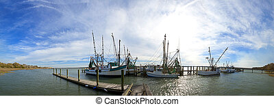 180 degree panorama of fishing boats - 180 degree panorama...