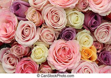 Wedding roses in pastel colors - Wedding arrangement in...