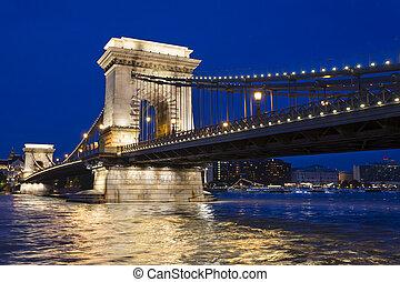 Budapest Chain Bridge night view - Hungarian landmark,...