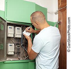 Man rewrites electric meter readings - Man rewrites electric...