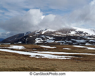 Cairngorms mountains, Scotland in spring - Braeriach area,...