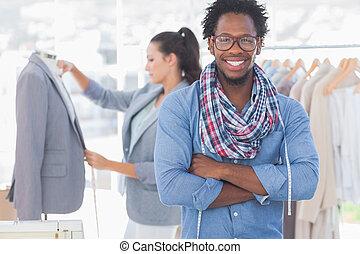 Moda, diseñador, Posar