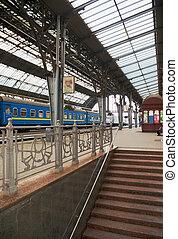 Peron - Train at Lviv train station Peron