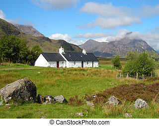 Tigh Craige-Duibhe - Cottage sitts infront of a mountain on...