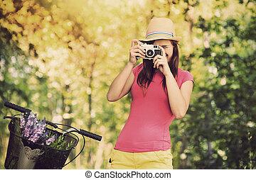 Retro, fotógrafo, Utilizar, viejo, cámara