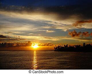Nascer do Sol no Rio Buranhem. Travessia da balsa as 6 horas...
