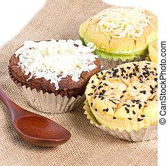 Philippines sponge cake call mamon