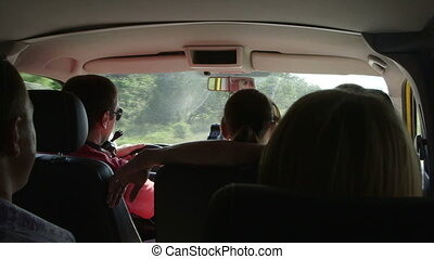 Private tour in minibus - Small group of tourists on a...