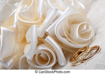 wedding favors and ring - wedding favors and a gold wedding...