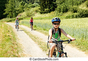 Family on bicycle trip