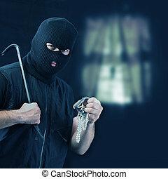 mascarado, ladrão, roubando, jóia