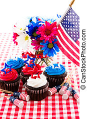 Cupcakes - July 4th picnic with patriotic holiday cupcakes