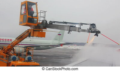 processing aircraft anti-icing in airport