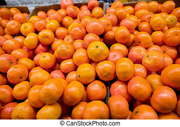 Bulk Oranges - Bulk Christmas Oranges in a grocery store.