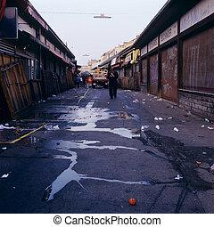 naschmarkt vienna mess empty closure austria - Naschmarkt in...