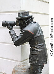 Paparazzi Statue - Bronze statue of a paparazzi taking...
