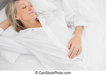 女, 眠ったままで, ベッド