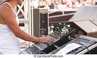 sound control engineer - Sound control engineer in outdoor...