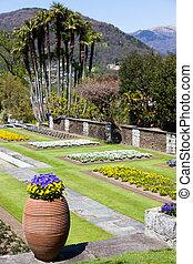 Villa Taranto garden - Villa Taranto - Italy. Famous Italian...