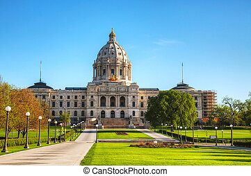Minnesota capitol building in St. Paul, MN