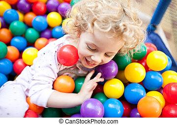 ボール, 持つこと, 若い, プラスチック, ブロンド, 子供, 楽しみ, 女の子, 遊び,  olorful