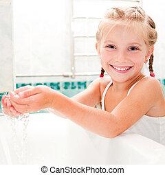 girl washing in bath - Cute little girl washing in bath