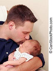 homem, beijando, recem nascido, bebê