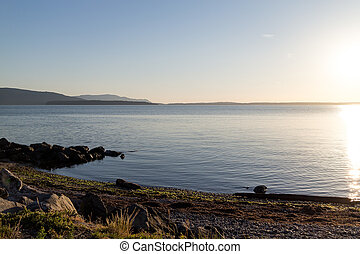 bellingham bay - rocky beachfront - the bellingham bay -...
