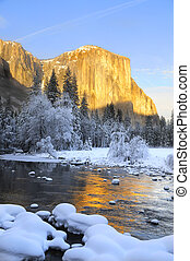 Sun set on the granite peaks in Yosemite valley